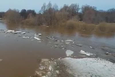 В Миякинском районе Башкортостана из-за паводковых вод закрыли движение по автодороге