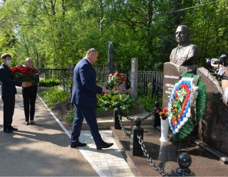 В Уфе почтили память генерал-лейтенанта Артура Ахметханова