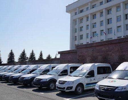 Больницам Башкортостана передали 49 медавтомобилей для перевозки маломобильных пациентов